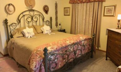 Victorian Cottage Whirlpool Suite, Cameo Rose Victorian Country Inn