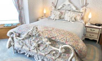 White Eyelet Room, Cameo Rose Victorian Country Inn